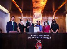 Discreta entrega de constancia de gobernador electo a Rubén Rocha Moya